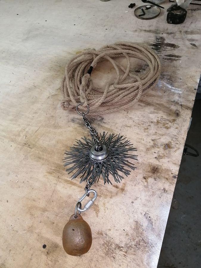верёвка, щётка, гиря